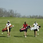 golfing women